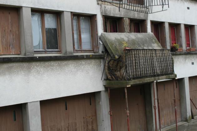 il faut renforcer le balcon avant qu'il s'écroule
